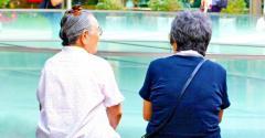 65歲以上老人 花三分之一健保大餅