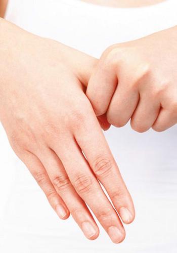 扭轉手指就能緩解肩膀酸痛
