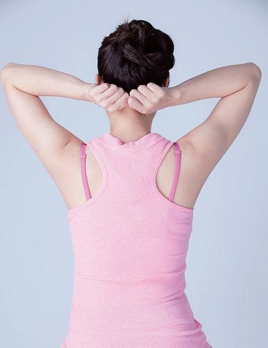 增進頭皮健康防掉髮:全頂經絡拳頭操