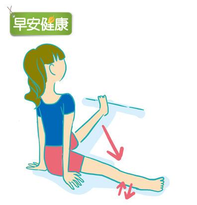 膝窩拍地,打造長直腿2