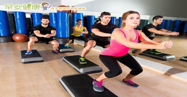 【下蹲運動】3動作鍛練「抗重力肌」,打造年輕20歲的曲線