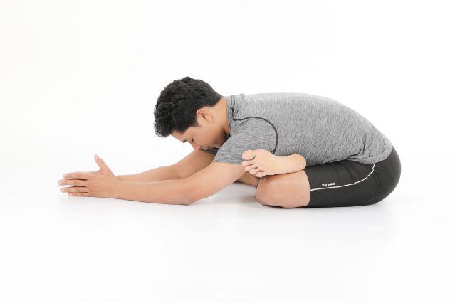 坐骨神經痛改善瑜珈:踝碰膝式