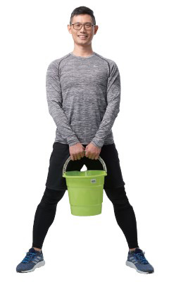 不傷腰不傷膝蓋的提水桶練習