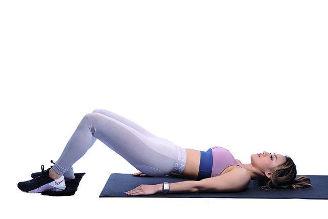 橘皮組織緩解運動:毛巾腿後收
