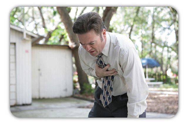心肌梗塞典型症狀:胸痛、喘不過氣等