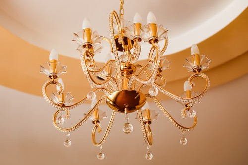 水晶燈常帶給人一種豪華風格